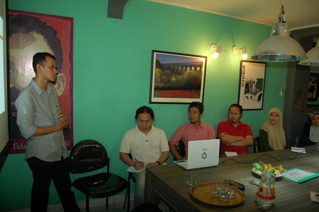 Yantisa Akhadi (HOT) sedang memberikan pemaparan seputar OSM