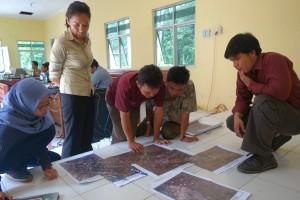 Diskusi langsung dengan perangkat desa untuk mengetahui batas admin wilayah desa