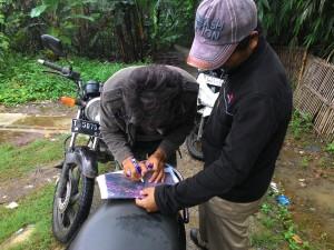 Kegiatan simulasi pengumpulan data lapangan yang dilakukan di Desa Pasirjaya