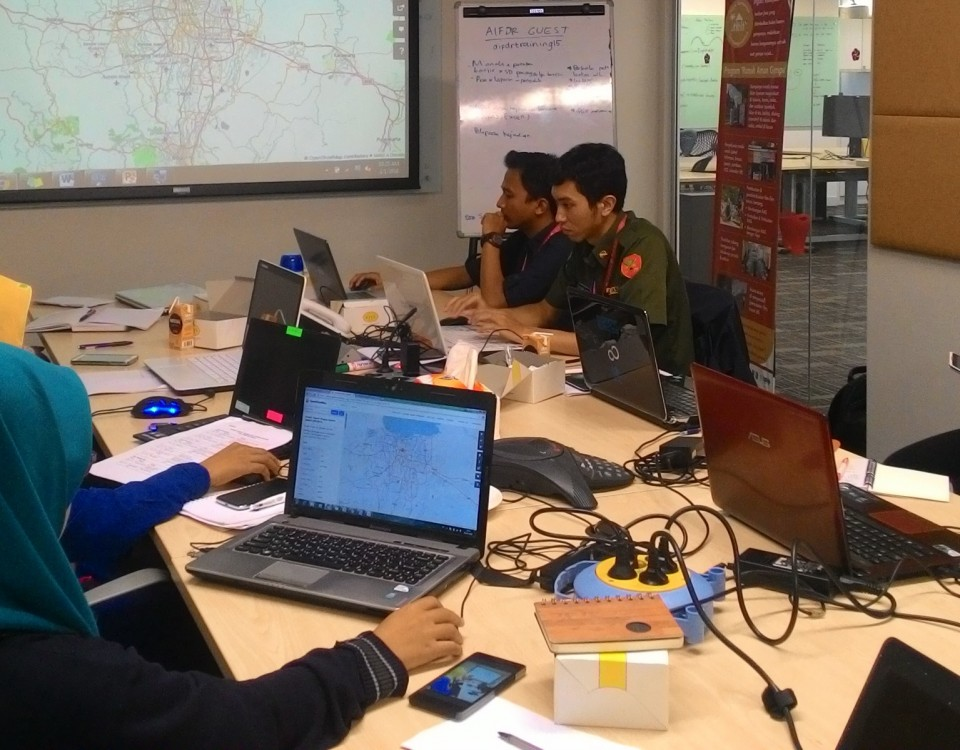 "Staff of Operation Control Centre (Pusdalops) BPBD DKI Jakarta attended a training ""The Use of OSM - QGIS - InaSAFE for Flood Response"" in Disaster Managemet Innovation (DM Innovation) office"